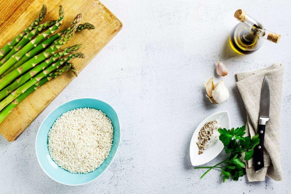 ingredientes-para-un-risotto-de-espárragos-trigueros